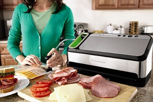 FoodSaver 2-in-1 Vacuum Sealing System with Starter Kit Product Image